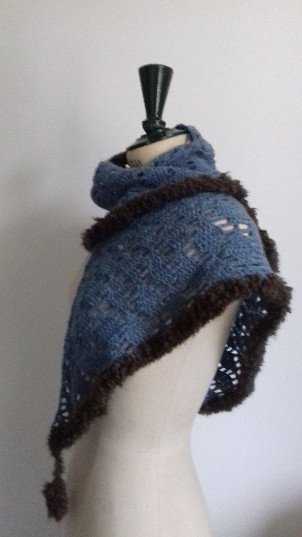 Châle en laine alpaga crocheté main BLEU JEAN bordé de fourrure marron tout doux pour l'automne