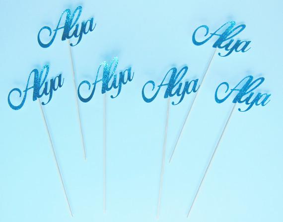 """6 mini brochettes """"prénom"""" en papier pailleté turquoise"""
