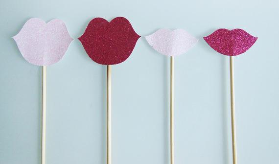 4 brochettes bouches de couleur rose (fuchsia et rose pale)pailletées pour photobooth pour un mariage ou un anniversaire