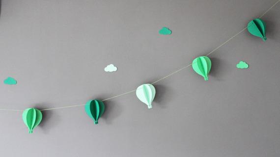 Guirlande de 6 montgolfières pour décorer une chambre de bébé ou pour une baby shower - Tons de vert