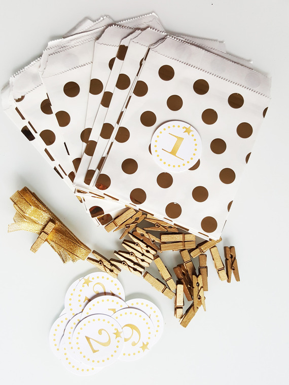 Noël : kit Calendrier de l'avent -sachet blanc à pois or- doré