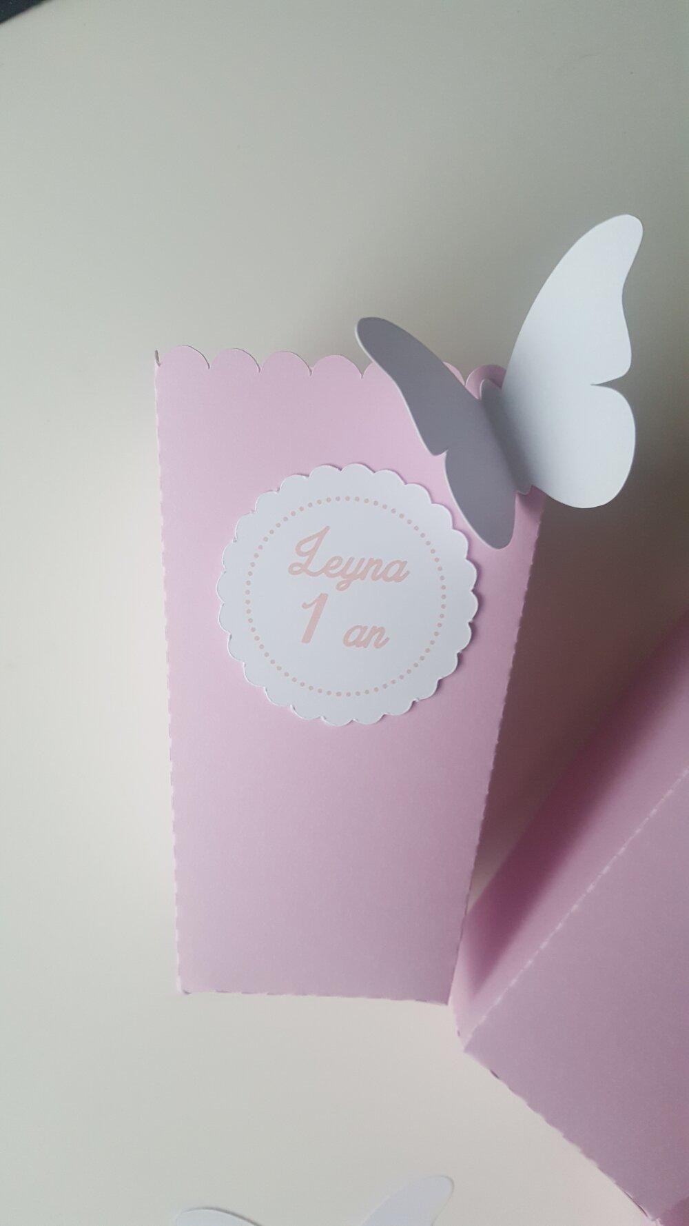 Boite à pop corn ou bonbons pour table de fête en papier- personnalisée- rose + papillon