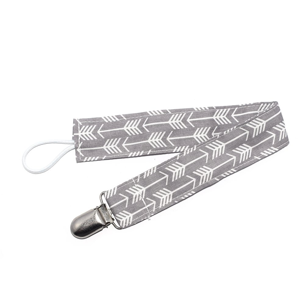 Attache tétine en tissu motif flèche gris et blanc