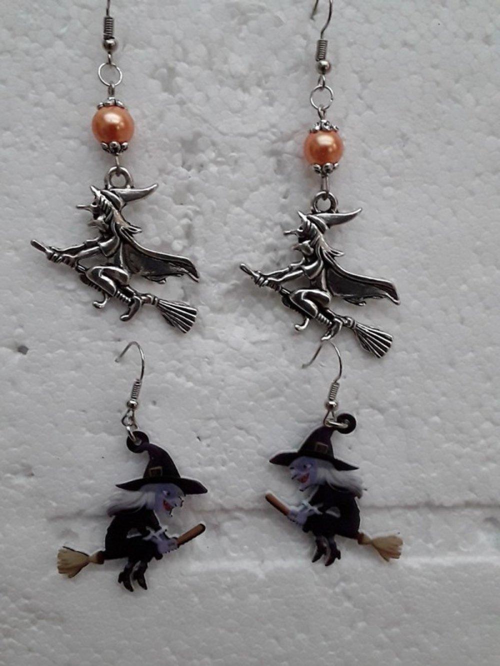 paires, de boucles d oreilles , sorcières sur son balai