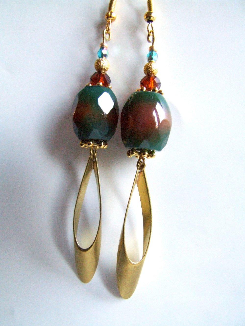 Boucles d'oreilles pierre, agate vert orangé, pierre facettée, cristal facetté, accessoires dorés, bijou fait-main, achat solidaire