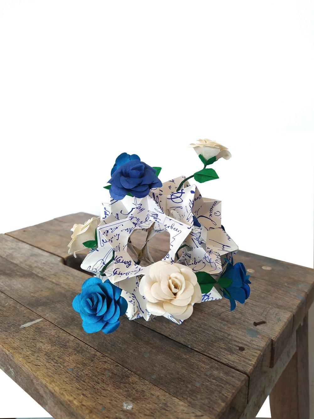 Kusudama En Origami Roses Sauvages Grand Modele Decoration Mariage Bapteme Centre De Table Fete Composition Florale Un Grand Marche