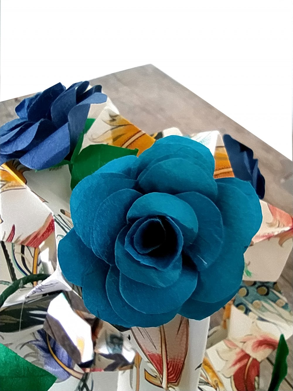 Kusudama en origami roses sauvages grand modèle / décoration mariage, baptême / centre de table fête / composition florale
