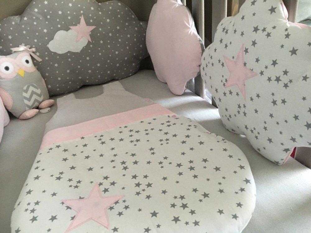 Tour de lit nuages en coton gris étoilé, blanc étoilé et rose avec étoiles