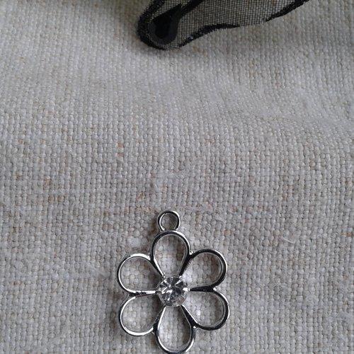 Lot de 5 breloques fleurs, en métal argenté