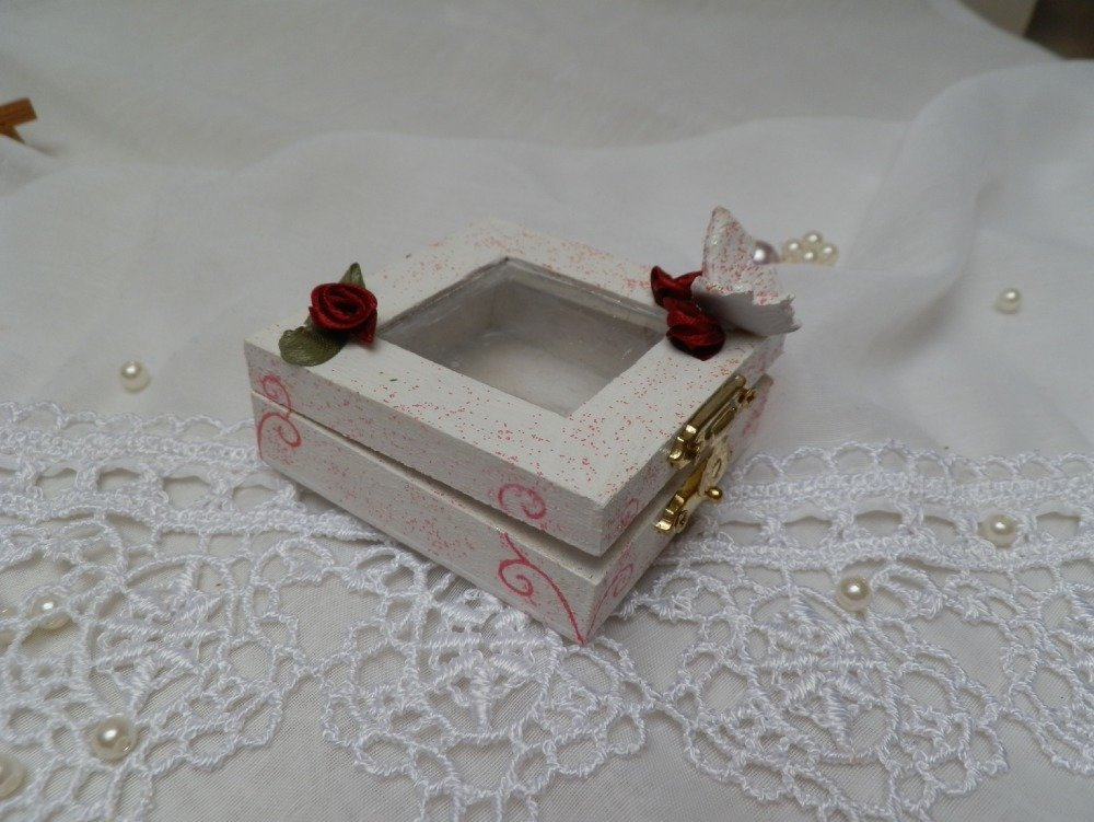 Jolie petite boîte en bois