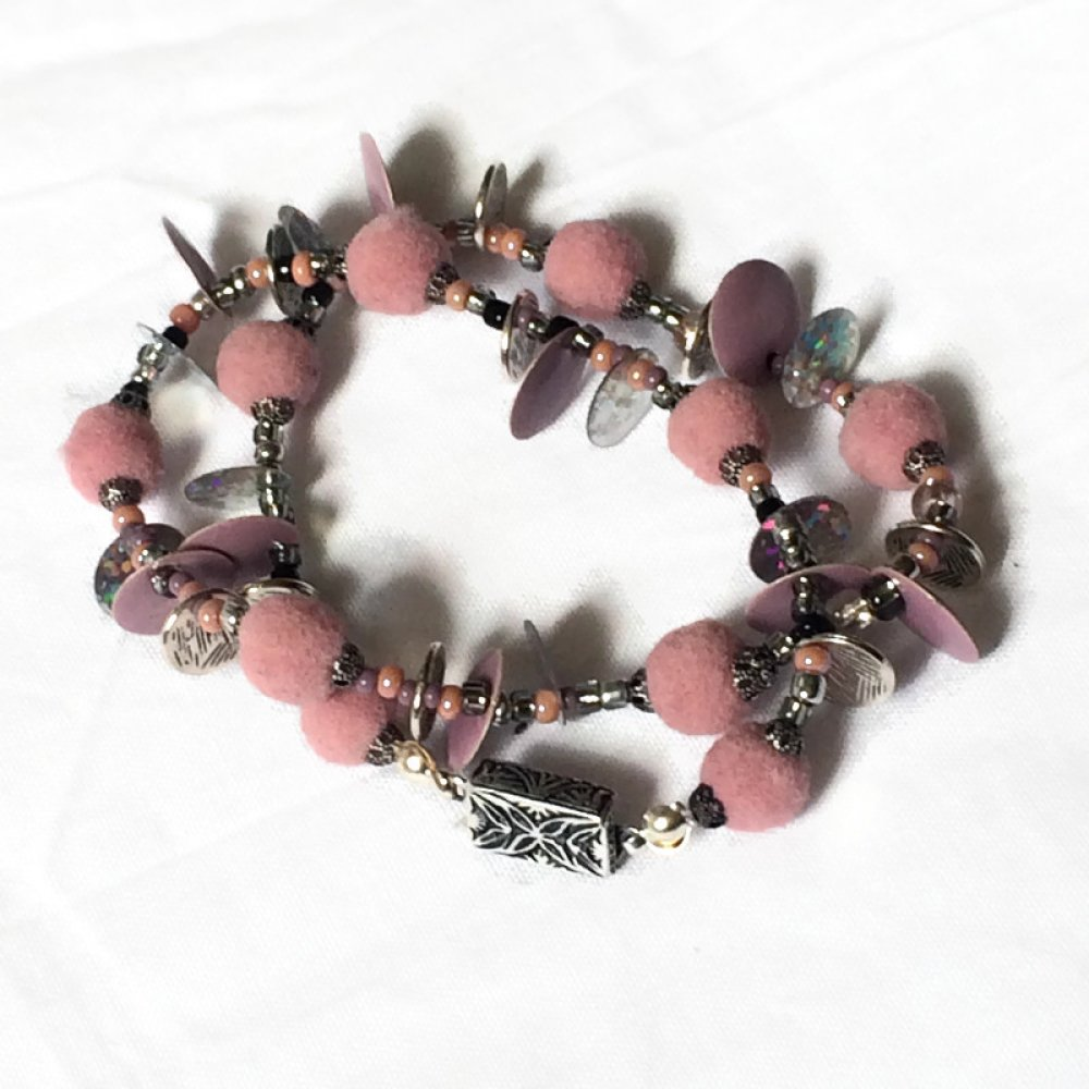Bracelet gipsy à pompons, sequins, rocaille, rose antique, argentés, noirs, mauves, multirangs (deux), wrap, pièce unique
