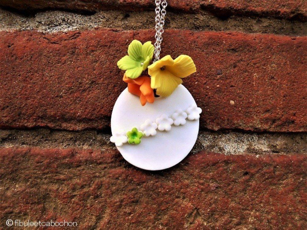 Collier mi-long porcelaine artisanale, blanc et multicolore, collier fleurs, collier bohème, métal argenté, porcelaine froide, printemps
