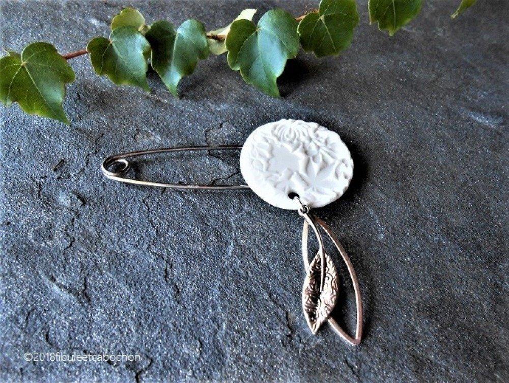 Broche en porcelaine et métal argenté,cabochon porcelaine feuilles,breloque feuille,épingle bohème,cadeau Noël