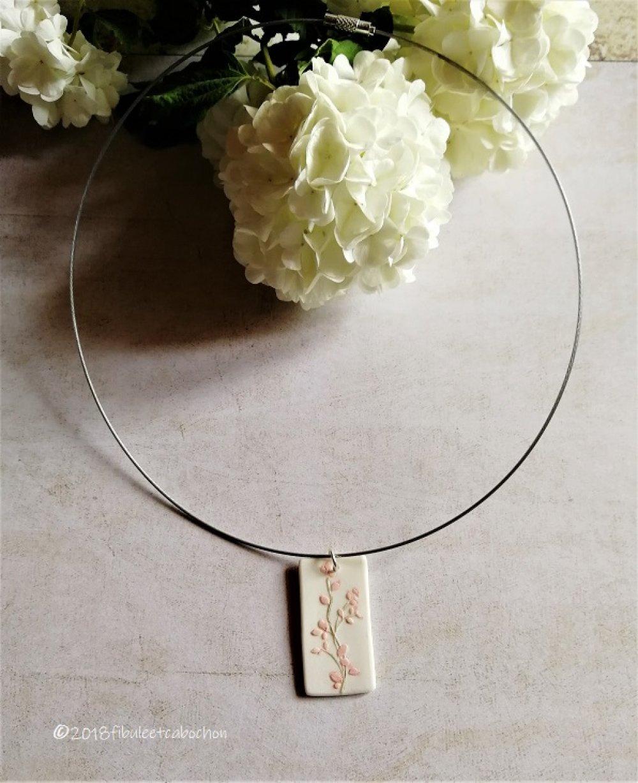 Collier ras de cou porcelaine et acier inoxydable,pendentif porcelaine blanche à fleurs roses et vertes