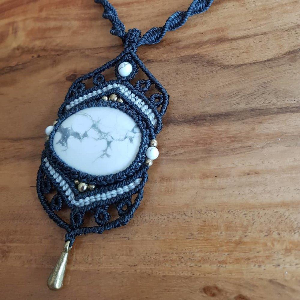 Collier pendentif Howlite