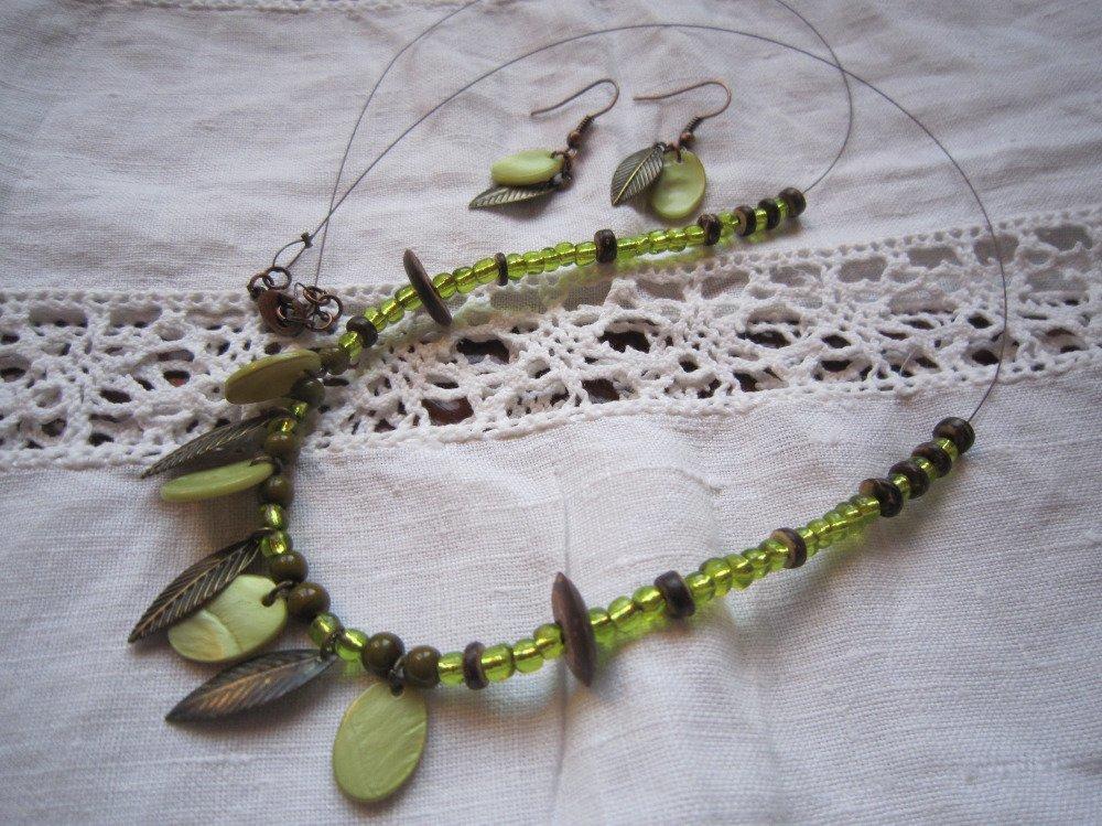 Parure sauvage, collier et boucles d'oreilles