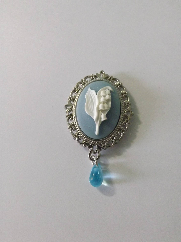 broche aimant, magnet, camé résine , muguet, perle goutte en verre (2.5x1.8 cm)