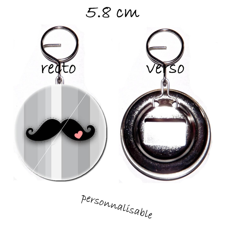 porte clef badge avec décapsuleur au dos 58mm,moustache romantique