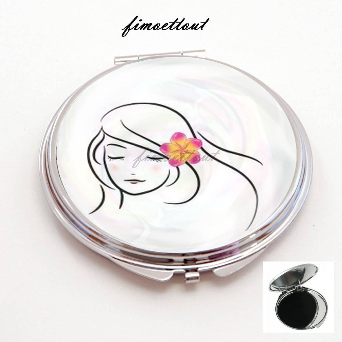 miroir de poche refermable , cabochon resine ,jeune femme à l'hibiscus , jolie fleur