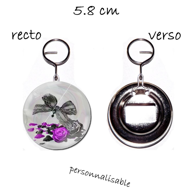 porte clef badge avec décapsuleur au dos 58mm,noeud , rose et petale de rose fuchsia et noir