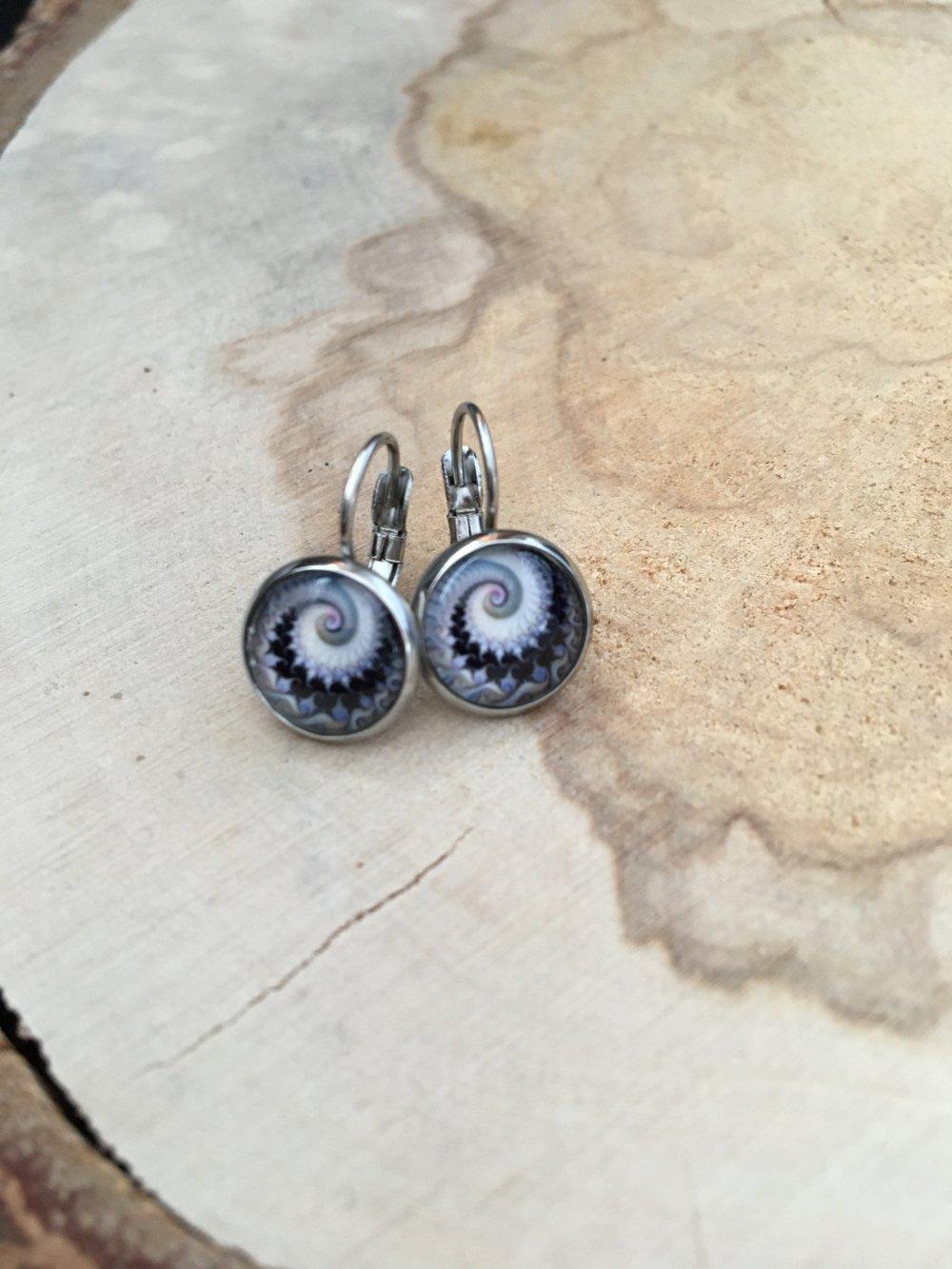 Petite boucle dormeuse spirale noire et blanche