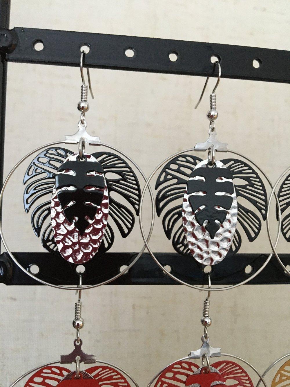 Boucles d'oreilles créoles feuille noire et estampe martelée