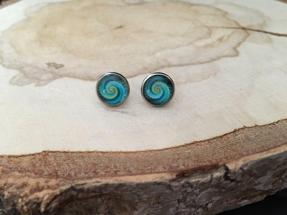 Boucle d'oreille puces spirale verte