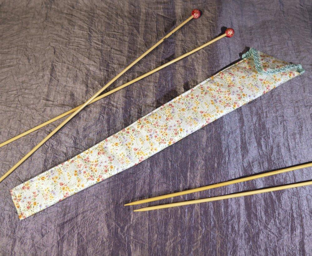 étui à aiguilles à tricoter, rangement, accessoire tricot, broderie, bleu clair et fleuris