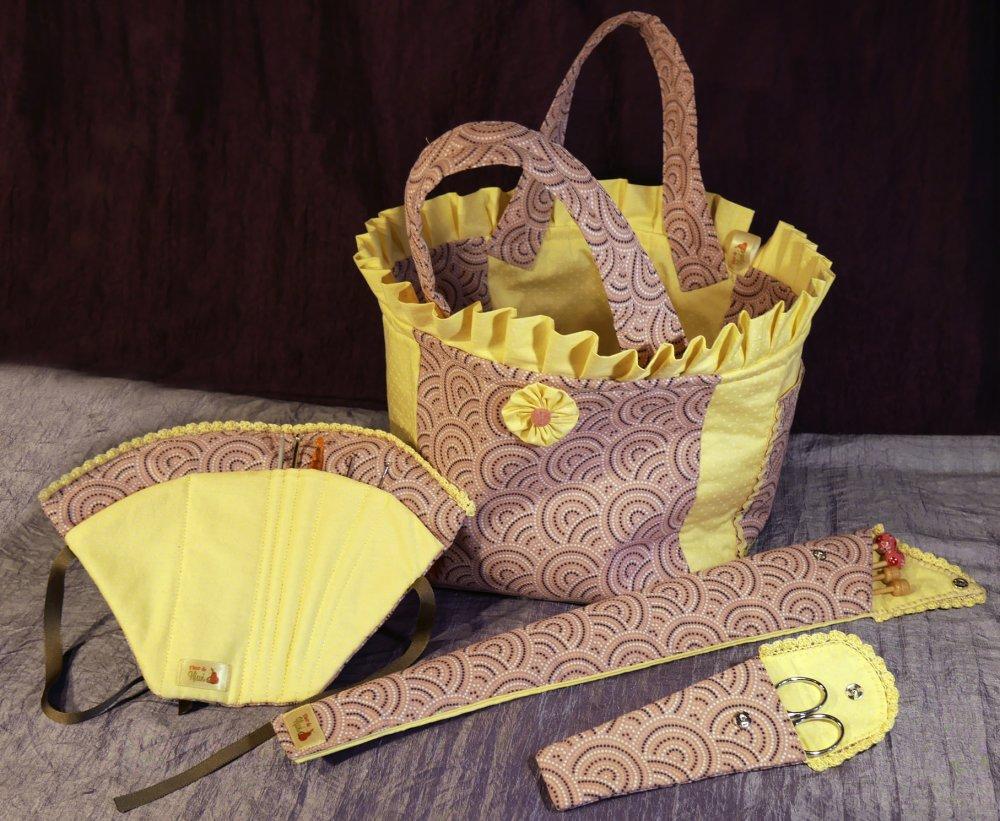 Porte crochet, range crochet, accessoire mercerie, carnet à crochets, forme éventail motifs rose fantaisie