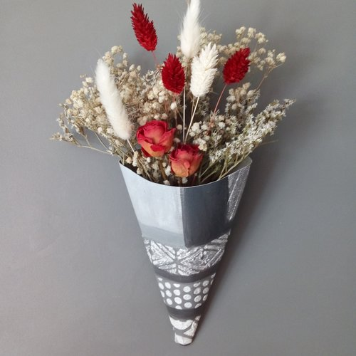 Bouquet de fleurs séchées blanc rouge  dans cornet fait main