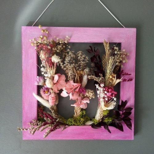 Cadre fleurs sechees roses