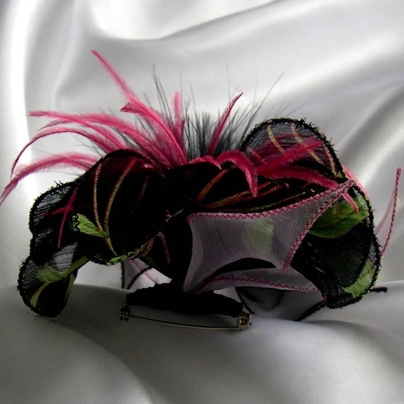 Broche fleur en tissu, organza, plumes et perles, accessoires femme, mariage, fête, cadeau, rose, vert et noir, 145