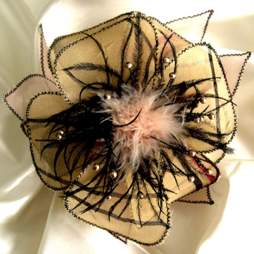 Barette fleur en tissu, organza, plumes et perles, accessoires coiffure, mariage, fête, cadeau, beige et noir, 263