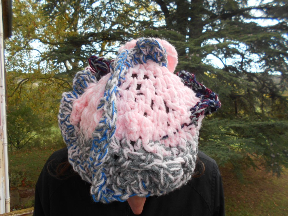 bonnet au crochet  original, unique sculpture au crochet, bonne d artiste