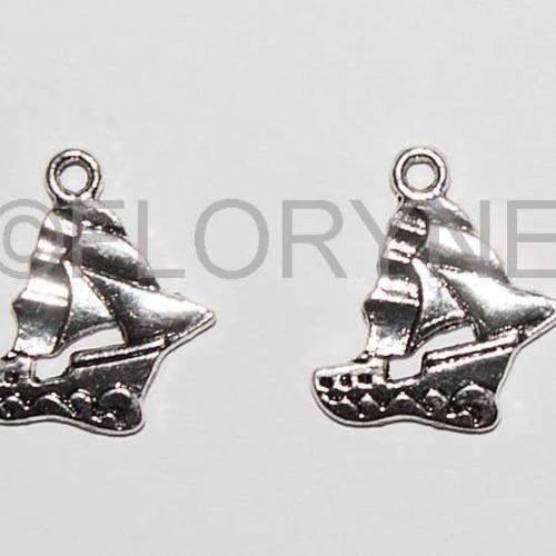 2 breloques pendants voiliers en métal argenté