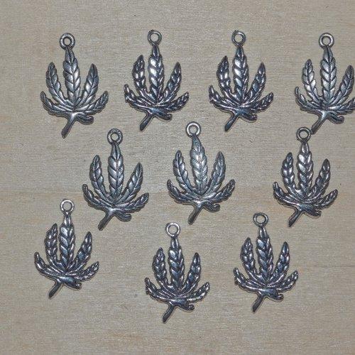 Lot  50 breloques pendants feuilles en métal argenté