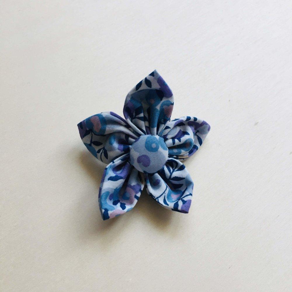 Barrette à cheveux en tissu recyclé, barrette à clic - Fleur simple en Liberty - 4 cm