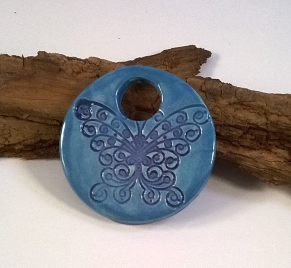 Perle pendentif rond céramique artisanal papillon bleu dentelles-40 mm