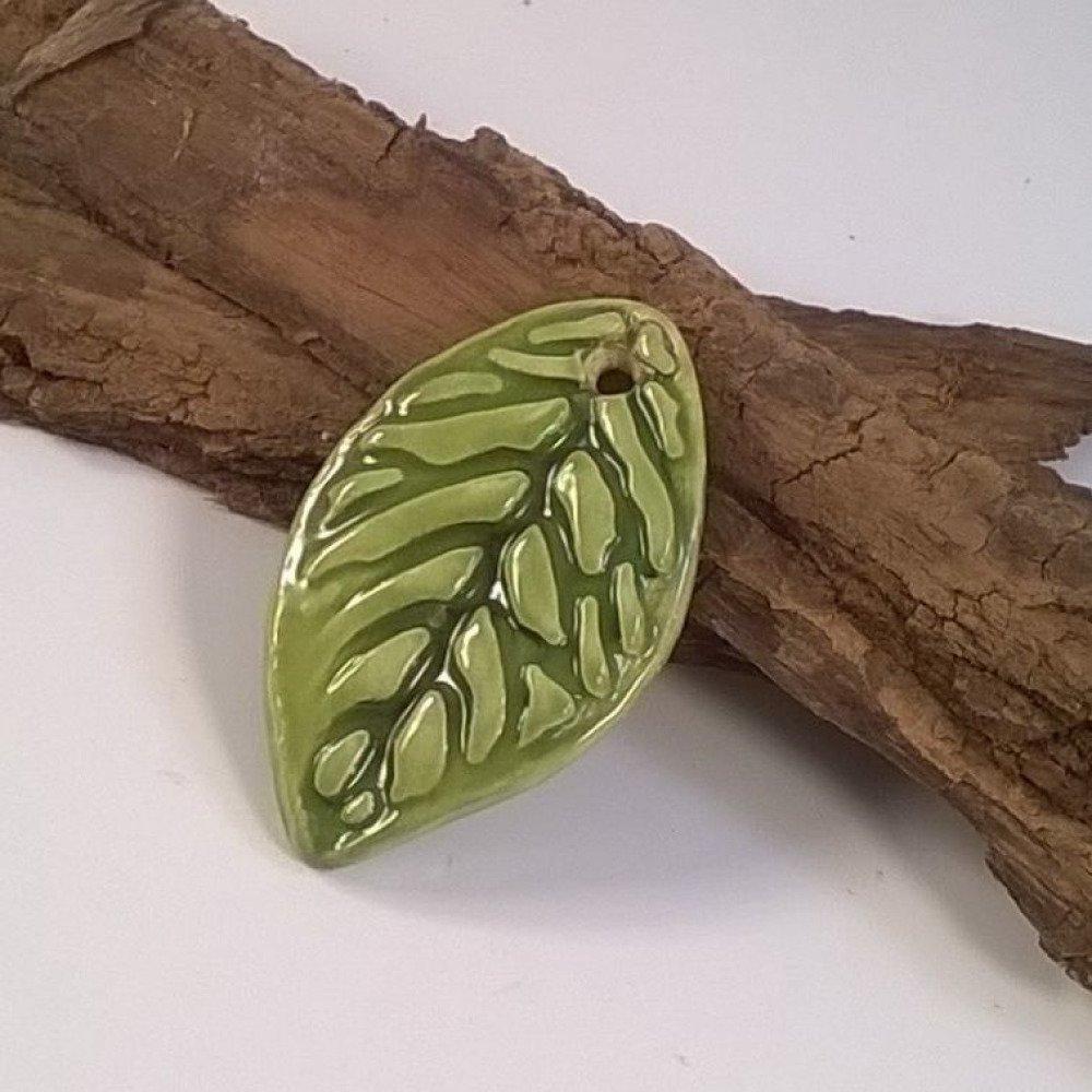 1 perle breloque feuille céramique artisanal vert - 4 cm x 2.5 cm