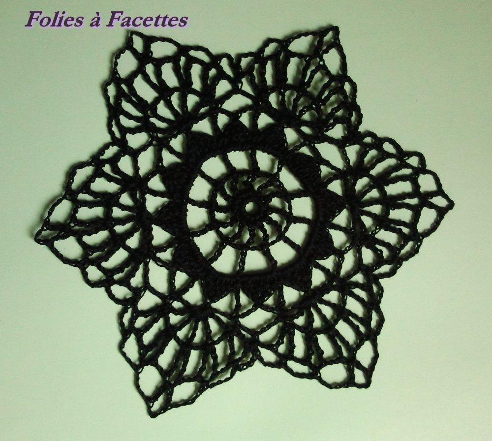 Napperon noir au crochet, napperon pour attrape-rêves (18cm)