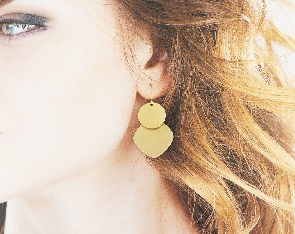 Boucles d'oreilles dépareillées couleur dorée en laiton brut