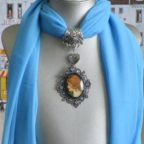 """Bijou pour foulard en métal argenté """"une reproduction d'une oeuvre de mucha"""""""