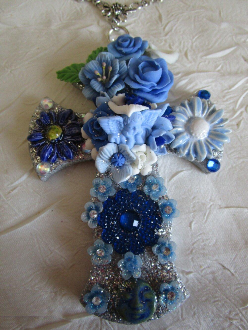 """RESERVE - Magnifique collier pendentif """"série de croix fleuries """""""