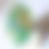 Bague ovale vert acidulé irisé création de bijoux en verre fusing