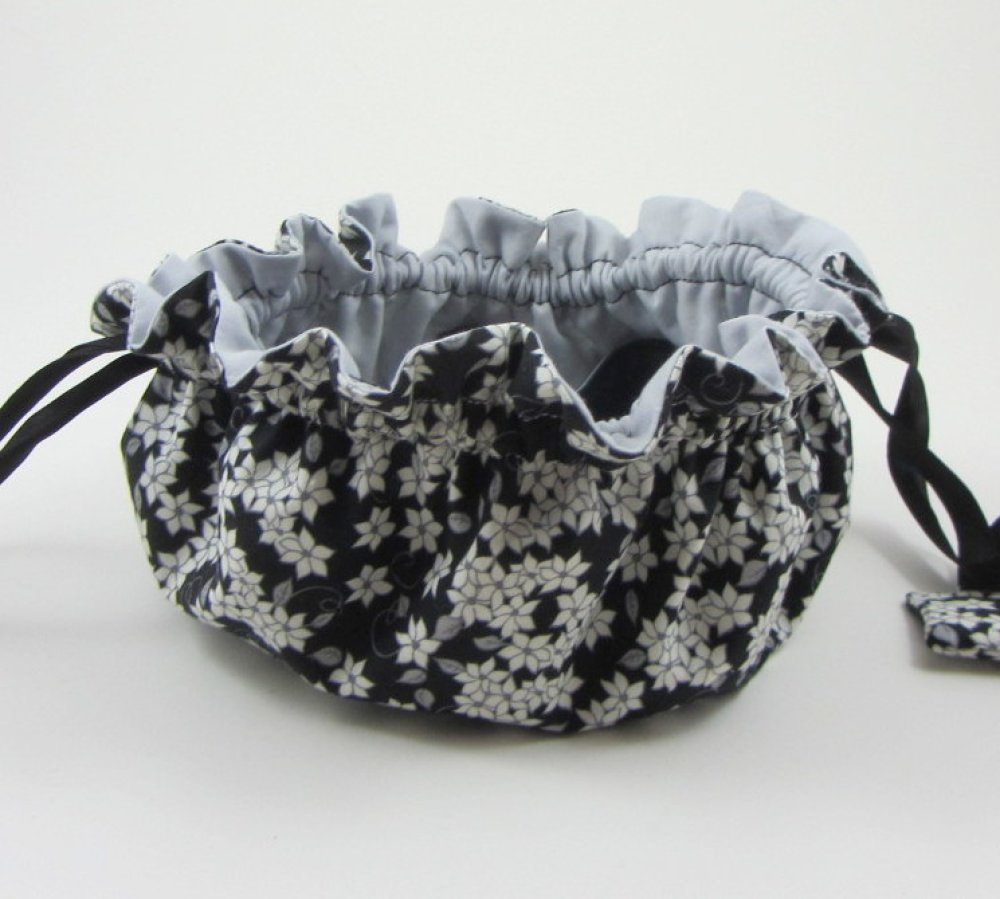 Pochette pour bijoux avec 8 poches noir et blanc