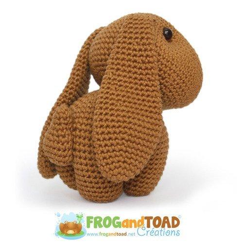 Patron Crochet Amigurumi : Petit lapin à bandana – Made by Amy | 500x500