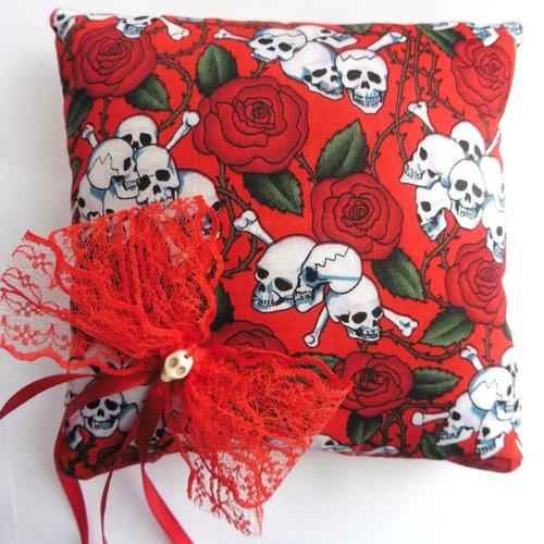 Coussin porte alliances skulls bones roses rouge mariage gothique, rockabilly, tattoo, muertos, tête de mort, crâne, alternatif