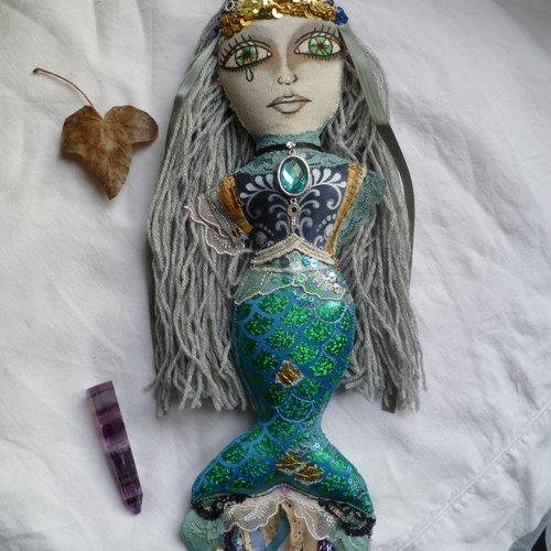 Poupée d'art sirène océan vert, déesse créature marine, ondine, elfique, fée, mer, celtique, mélusine