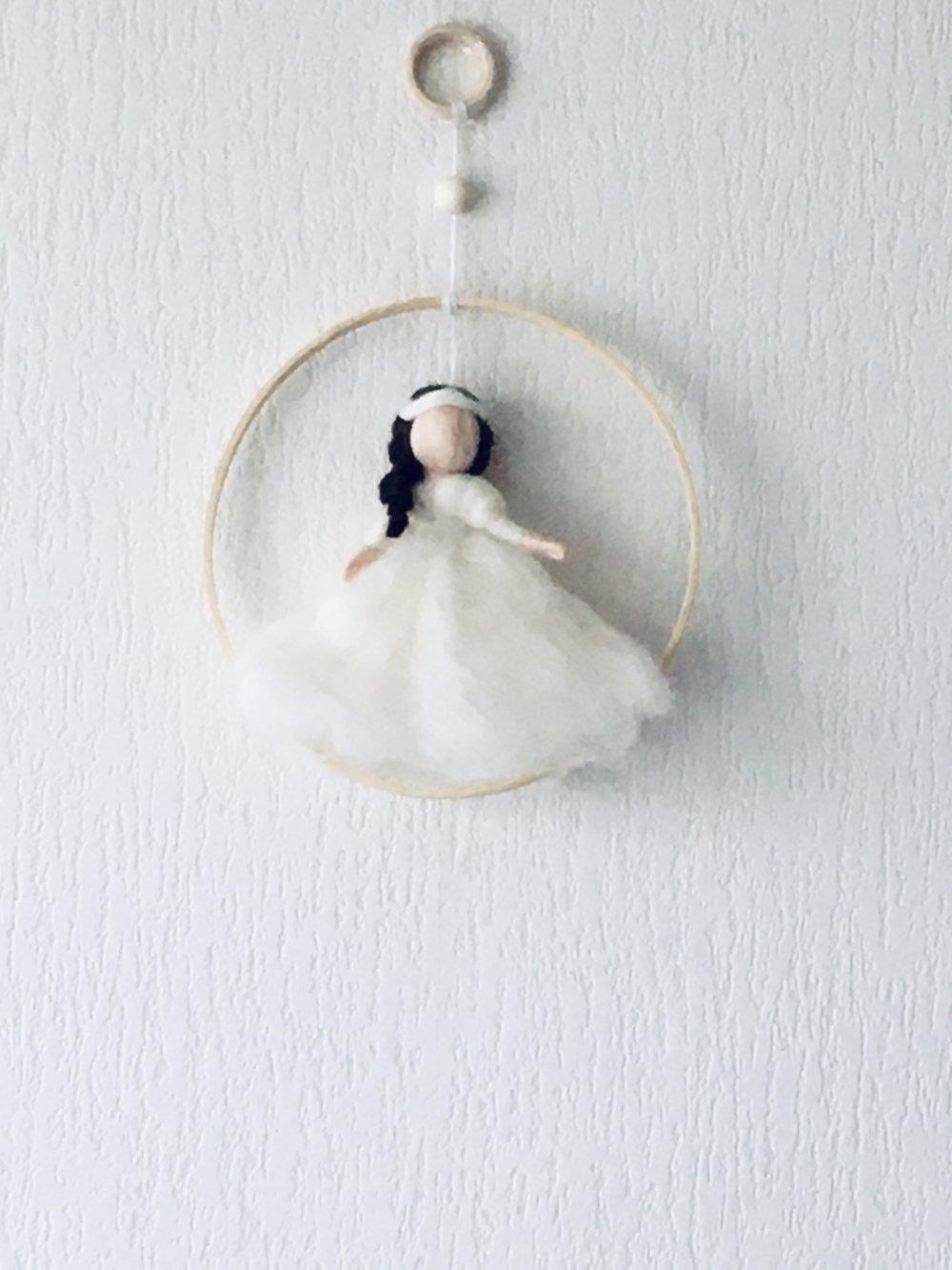 Poupée de laine / fée blanche