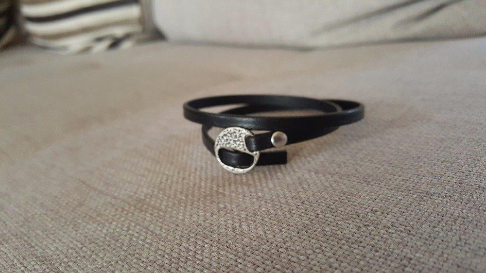 Bracelet en cuir noir fermoir passant argent